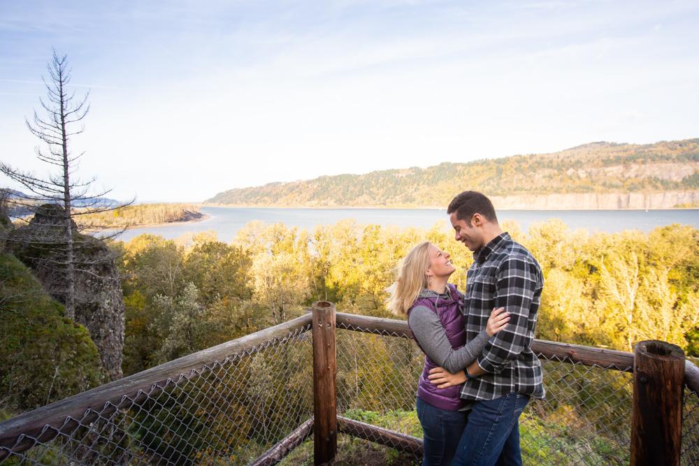 Columbia-Gorge-BridalVeil-Engagement-011.jpg