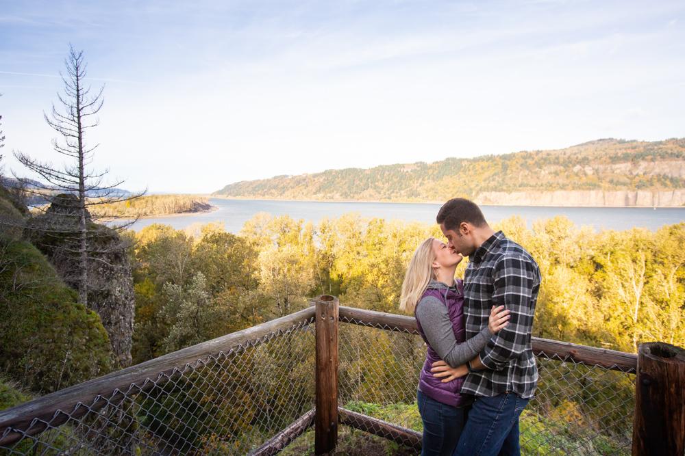 Columbia-Gorge-BridalVeil-Engagement-012.jpg