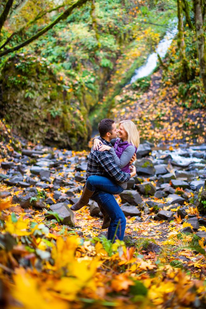 Columbia-Gorge-BridalVeil-Engagement-017.jpg