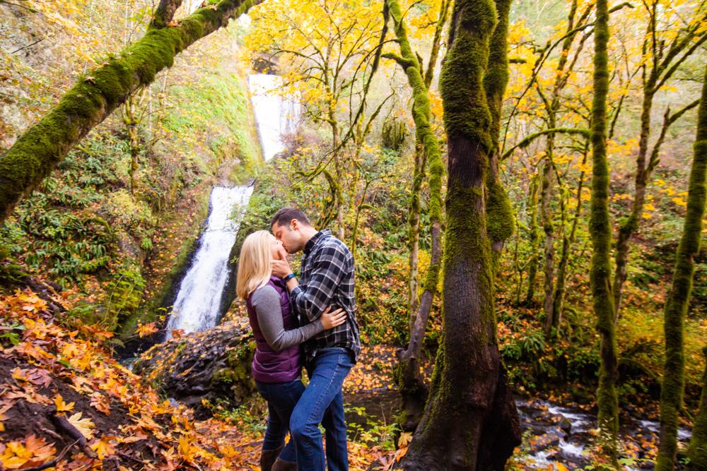 Columbia-Gorge-BridalVeil-Engagement-023.jpg