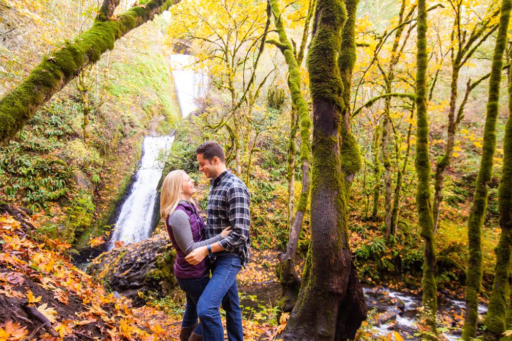 Columbia-Gorge-BridalVeil-Engagement-022.jpg