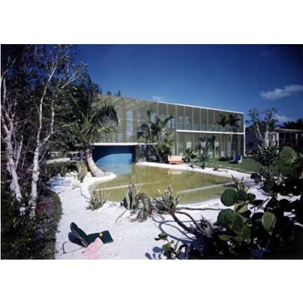 As we are in the hick of mosquito season here in Florida let's take a look at Igor Polevitzky's Heller House aka The 'Birdcage'. He coined the term for some of these split level screen enclosure homes 'Tropotypes'. Some other homes that fit the Birdcage bill come to mind: those in S Pete by architect Glenn Q Johnson and the pyramid house at #caperomano that was paired with the dome homes built by Monte Inez's where Judy Iness actually bred exotic birds. Those next on.... #Makescreenedroomsgreatagain ! #igorpolevitzky #birdcagehouse #floridamodernismanddesign