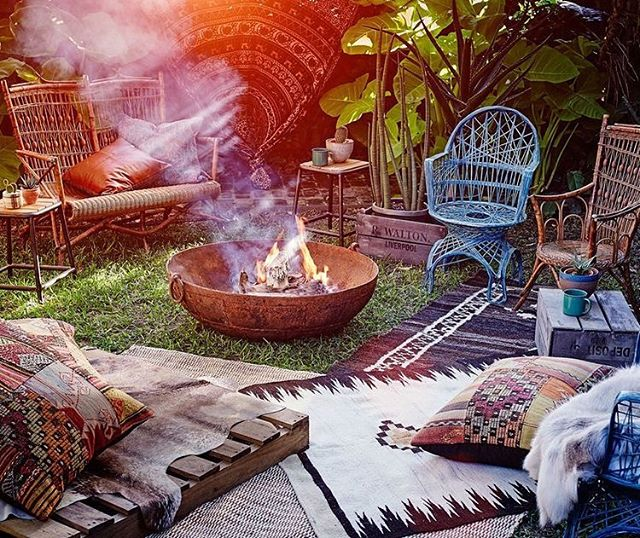 Cozy bohemian backyard fire pit vibes. 😬😍🔥