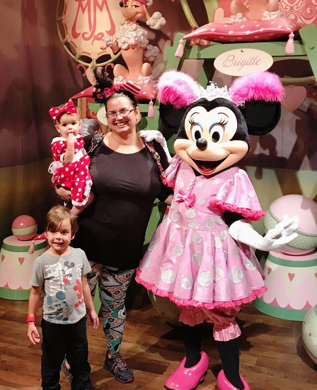 Disney World Magic Kingdom Sideshow Pete Minnie Mouse