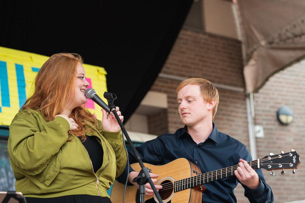 Bo van Beers - In 2014 studeerde Bo af van de Pop & Sound Design opleiding in Arnhem. Niet als gitarist, maar als bassist! Echter beheerst hij beide instrumenten ontzettend goed en speel ik erg graag met hem. We kennen elkaar al jaren en hebben inmiddels al bij veel bruiloften, restaurants en andere gelegenheden de muziek mogen verzorgen.(Foto door Kay Lucas)