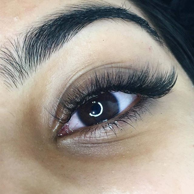 〰 thick and fluffy ✖️ lash queen @kathleenmua at @thestylebar_au