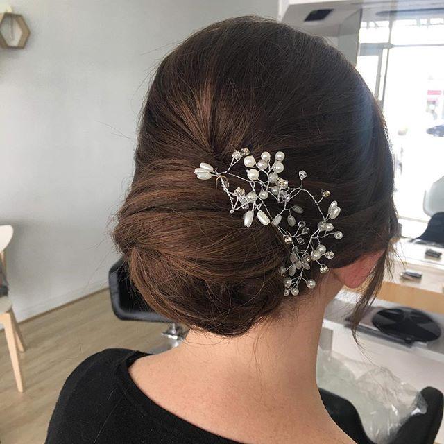 〰 always upstylin' . . . . . . . . . . . #instahair #instalike #hairstylist #hairlove #adelaidehairstylist #bridalstylist #upstyle #upstyle #bride #wedding #instagood