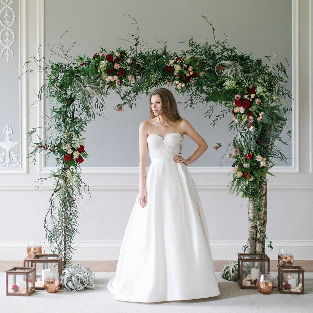 A beautiful arch can be a backdrop to the ceremony, A photo opportunity spot or highlight a specific area on the night.