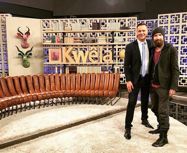 Charl-Johan is vanaand op die @kyknettv Kwêla bank met Hannes van Wyk. Skakel om 18:00 in op @dstvza kanaal 144! #kanariefilm #vliegkanarie