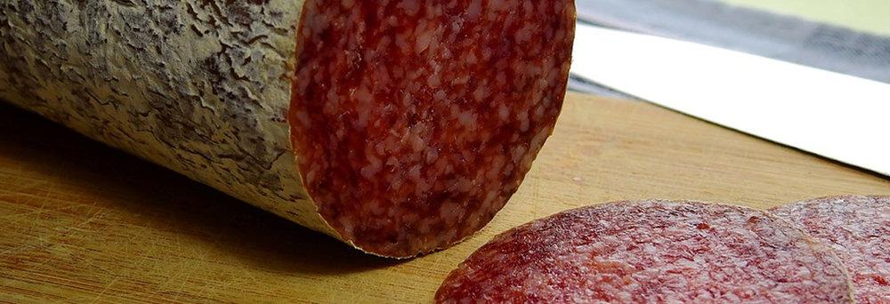 """I SALAMI - Il salame cotto, """"salam cheuit"""" in piemontese, è un insaccato di forma generalmente cilindrica e di colore rosso, tendente al rosa nelle parti più magre..."""