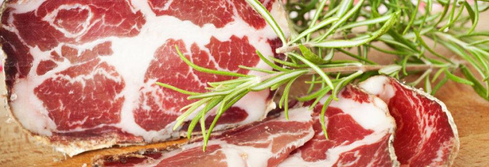 LA LONZA - E' un prodotto ricavato dal muscolo carrè del maiale (quarto posteriore), liberato dagli ossi. Essendo privo di grasso, questo prodotto è morbido e gustoso...