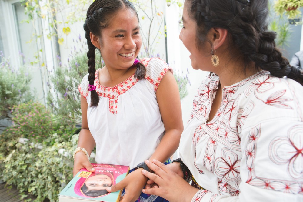 Alma and Sydney at lunch. (Courtesy of Alicia Vera / Malala Fund)