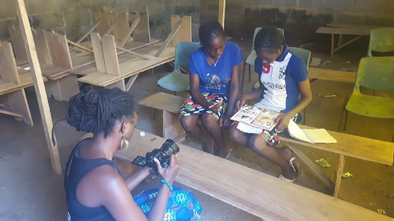 Ema Edosio films Taiwo and Kehinde for their piece with The Fuller Project for International Reporting.