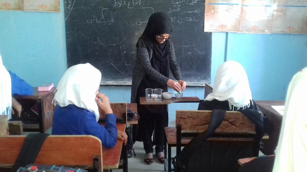 Muzhgan conducting a chemistry experiment with her students. (Courtesy of Teach for Afghanistan)