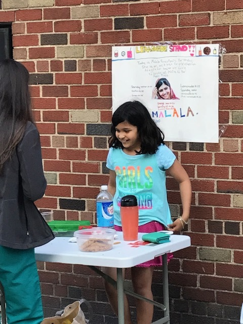 Anya holds a lemonade stand on Malala's 21st birthday. (Courtesy of Anya Sen)
