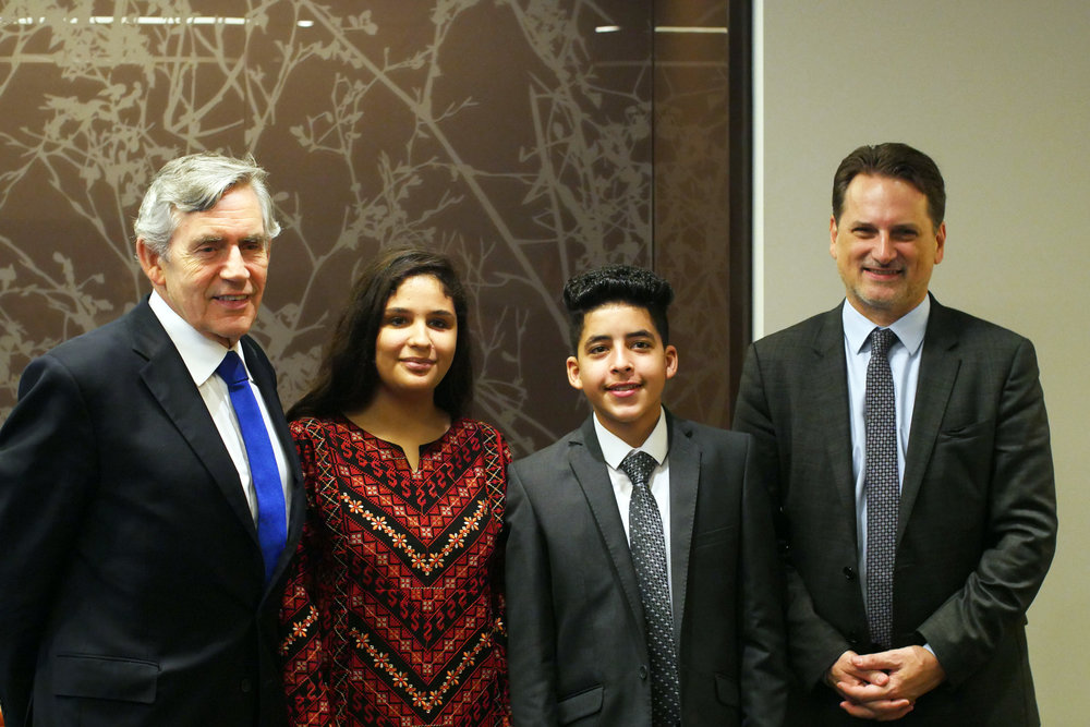 From left to right, former British Prime Minister Gordon Brown, Aseel, Ahmad and UNRWA Commissioner-General Pierre Krähenbühl. (Courtesy of Ozlem Eskiocak / UNRWA)