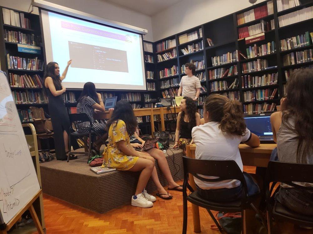 Camila teaching coding to students at Chicas Programadoras. (Courtesy of Camila Codina)
