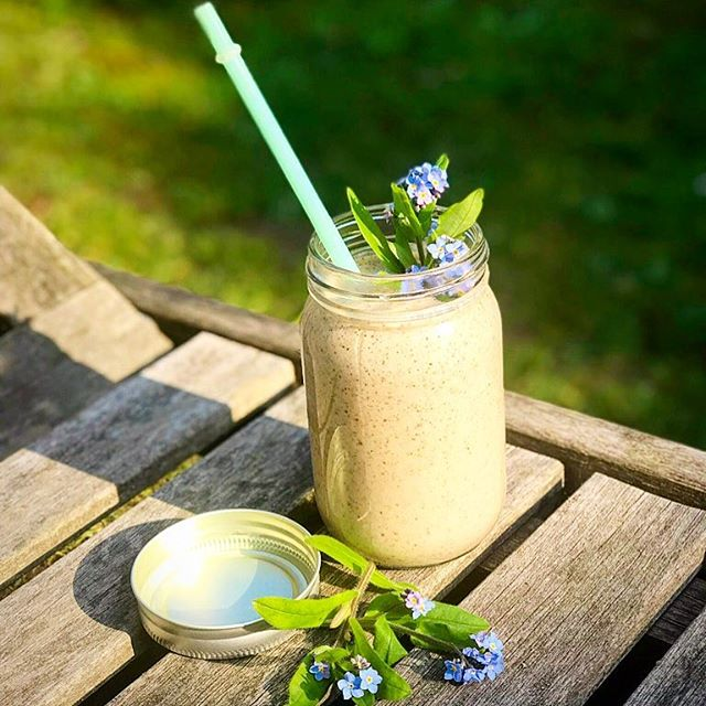 This simple Almond Butter Protein Smoothie provides a boost of antioxidants and omega-3 fatty acids, and makes for a healthful breakfast or snack. Simply blend  3/4 cup tiger nut milk (I used fresh for extra fibre and vitamins)  1 small banana 2 tbsp almond butter 1 tbsp chia seeds 1 tbsp live yogurt  1tsp vanilla powder 1 tsp Baobab powder from @afyauk  Baobab is packed with vitamin C and also contains B6 which can help with stress. I love that @afyauk are helping animals in Kenya 🐶 Adding live yogurt is a great way to add probiotics for your gut, whilst tiger nuts are super high in vitamin E and contain more iron than meat! 😍 I made enough for two glasses and had some for breakfast - it's even better the next day!! 💚  #smoothie #tigernuts #tigernutlove #tigernutmilk #healthy #horchata #plantpower  #guthealth  #veganfoodshare #dairyfree #nocowsmilk  #superfoods  #raw #vegan #vegansofig #guthealth  #realfood #jerf #healthy #sugarfree #homemade #mylk #nutmilk #breakfast #proteinsmoothie