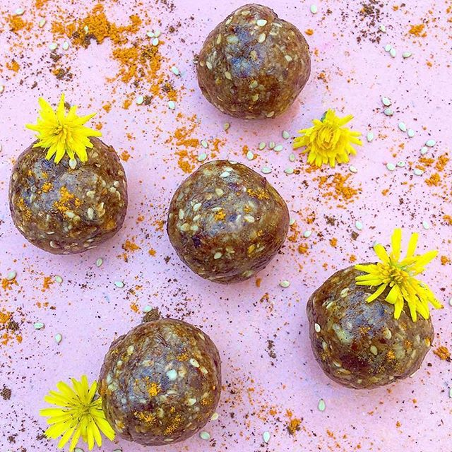 Happy Friday!! These tiger nut truffles by @sweetnutrition_byale are so beautiful we couldn't resist! ・・・ Vanilla turmeric truffles to end a very long week.. 1/2 cup of tiger nut flour (or oat flour) (@thetigernutcompany ) 1/2 cup of ground desiccated coconut 1/2 cup of vanilla plant based protein powder (@formnutrition ) 1/2 cup of almond butter (@mindfulbitesuk ) 1/4 cup of melted cacao butter 1 tbsp lucuma powder (optional but it adds a nice caramel flavour) 1 tsp of cinnamon powder 1 tsp of vanilla extract  1/2 tsp of @wunderworkshop golden balance turmeric blend  2 tbsp of sesame seeds  Actually made these the very first time without any sweetener as had none on hand and liked them but If you want it sweeter, add  1/4 cup of soft dried apricots or 3-4 medjool dates  Mix all the ingredients in a bowl or food processor if using dried fruit until the dough sticks together. You could add a little bit of plant milk if too dry (start with a couple tbsp). Place in the fridge for 10 minutes, then scoop out a tbsp of dough at a time and roll into balls. Enjoy! Protect your body, your mind, care for them and for the ones you love everyday..nothing and I mean nothing will ever more important than that. Happy Friday everyone!❤️#sweetnutrition #blissballs #tigernuts #tigernutlove #vegantreat #vegansofig #healthy #paleo #guthealth #superfood #homebaked #rawfood #nutfree #glutenfree #raw#refinedsugarfree #cleaneats #nourishingfood #eatmoreplants #eatrealfood #plantbasedprotein  #tigernuts #chufa #feedfeedvegan #fitfood  #energyballs #healthysnacks #vegpower #highfibre #eatmorefibre