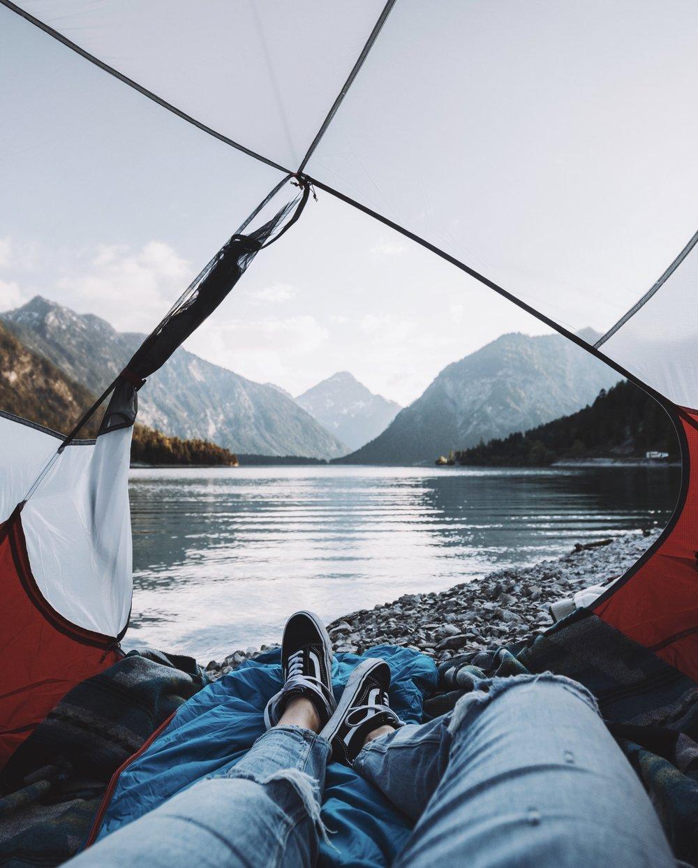 Waking up with a view. - Und damit beide das können, hat das Zelt sogar zwei Eingänge.