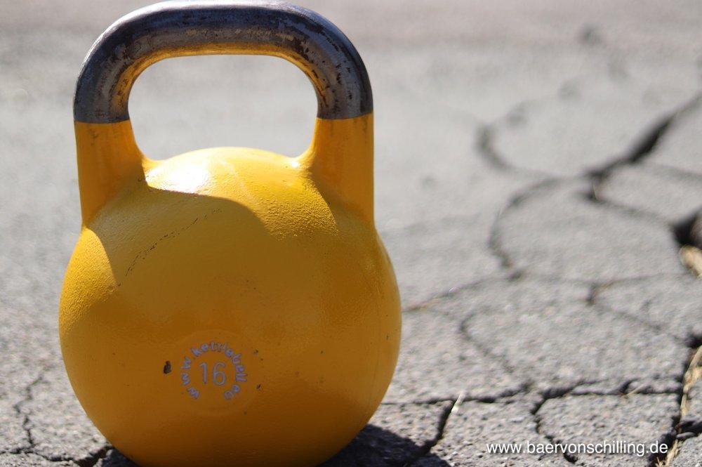 Für das Jonglieren eignen sich leichte Gewichte zwischen 6 und 16 kg.