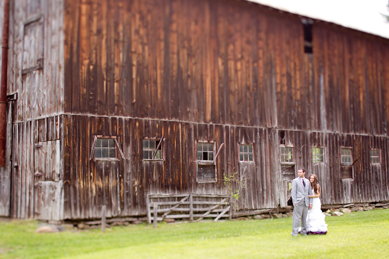 Virginia wedding photography portraits of the couple by an old barn (1 of 4)