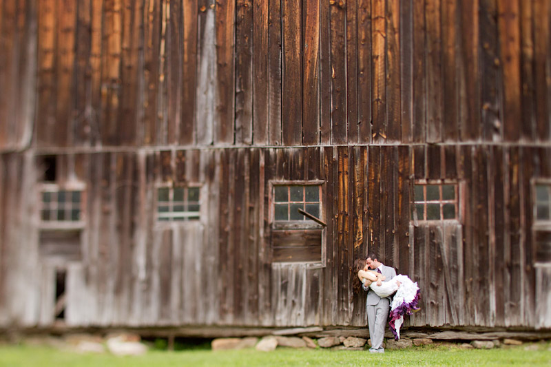 Virginia wedding photography portraits of the couple by an old barn (2 of 4)