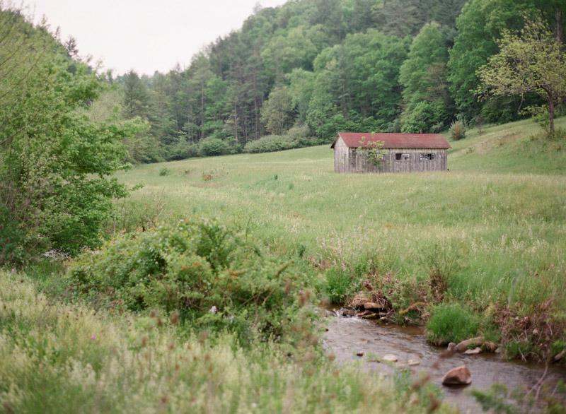 West Virginia wedding photography of a barn