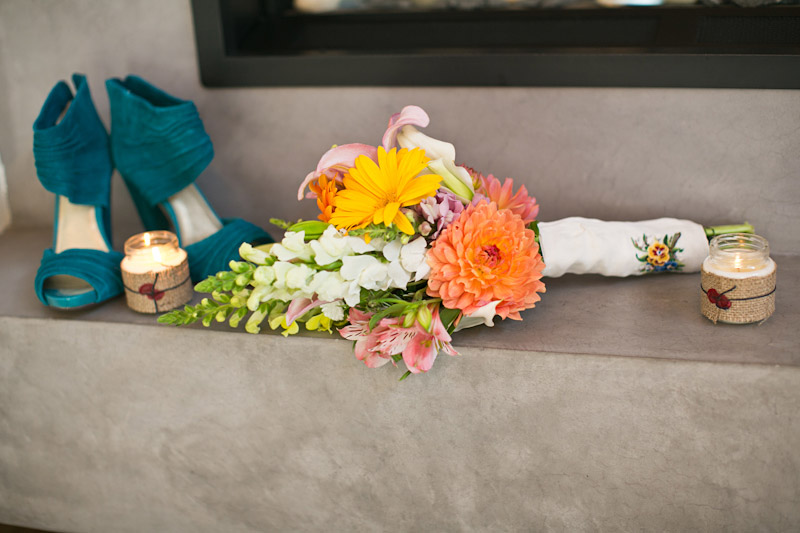 big sur wedding, brides bouquet and shoes