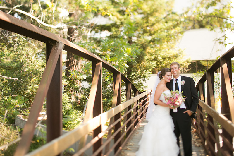 central coast wedding, portraits of the bride and groom on a bridge