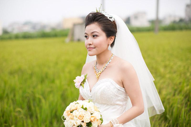 Taiwan wedding. Bride in rice field. (2 of 2)