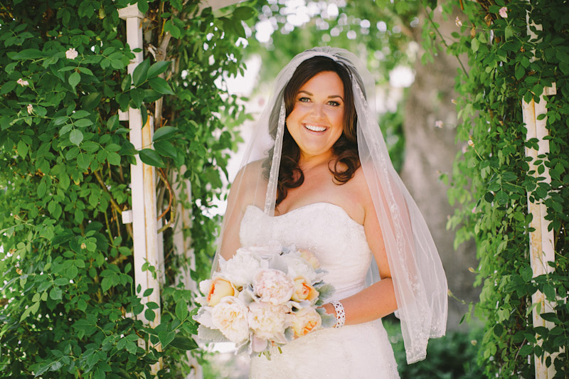 Paso Robles Ranch & Vineyard, bride standing under arch way