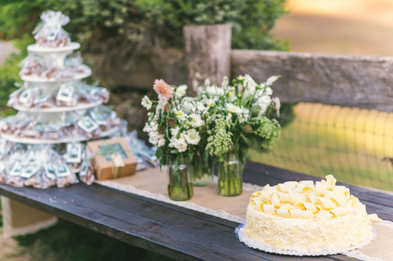 Cayucos Creek Barn, Cake and flowers