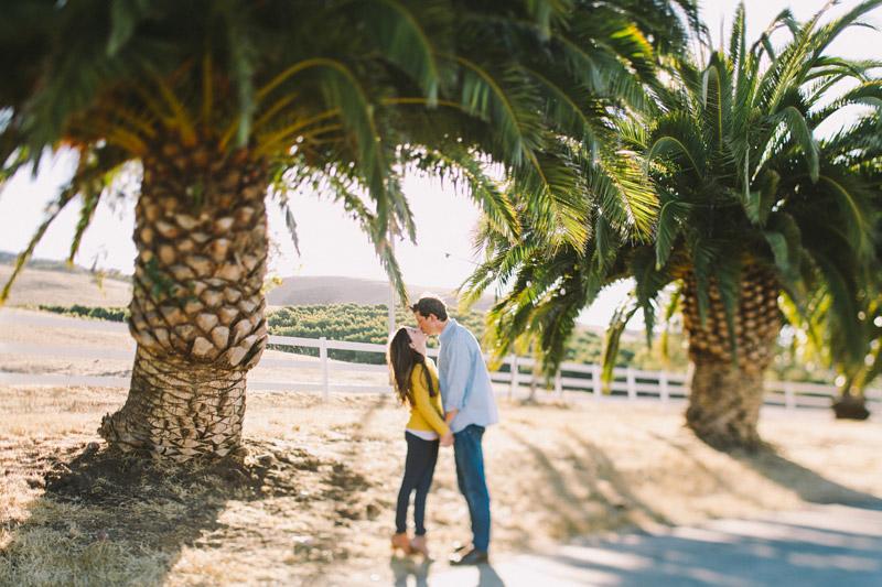 La Familia Ranch, San Luis Obispo, couple kissing under tree