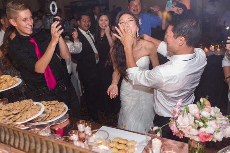 Bernardus Winery Wedding Bride and Groom cake cutting (1 of 2)