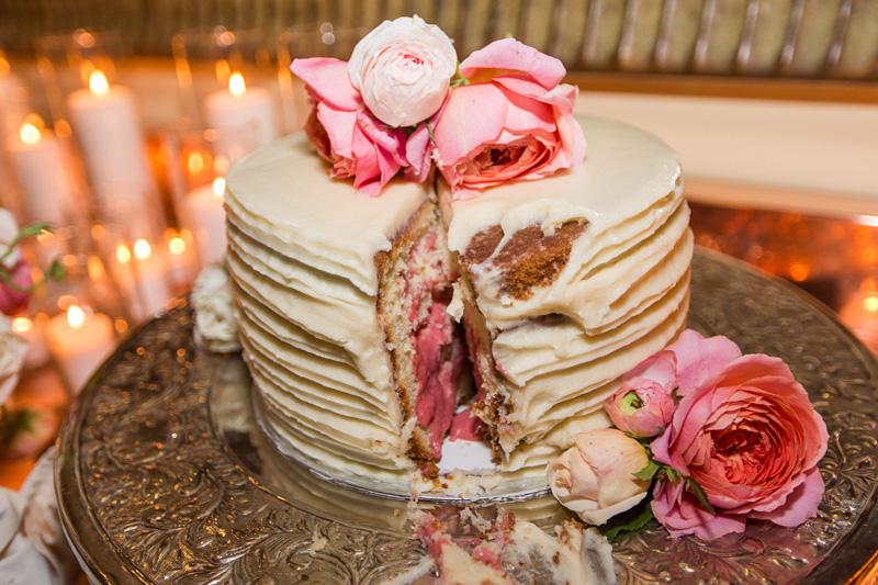 Bernardus Winery Wedding Bride and Groom cake cutting (2 of 2)