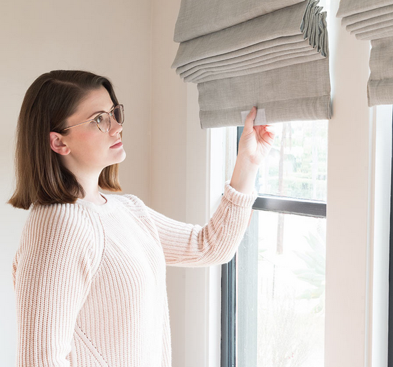 Oh, look—it's Ashley of  The Gold Hive  with her  SelectBlinds roman shades .
