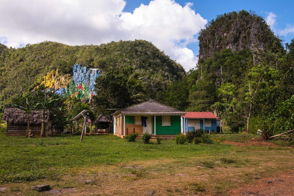 Mural de la Prehistoria in the background, with color-coordinated house (intentional?).