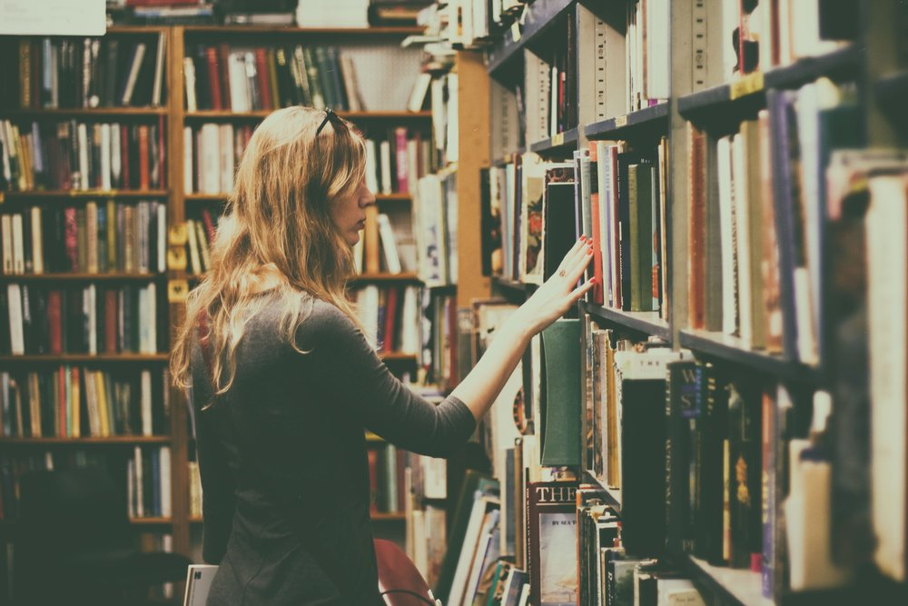 book-shelves-bookcase-books-926680.jpg