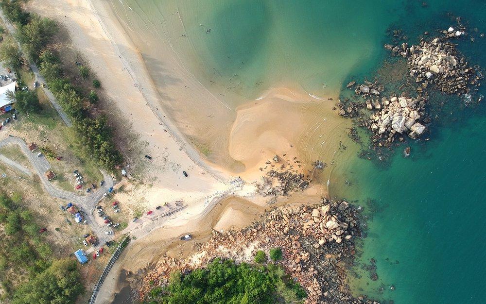 aerial-shot-aerial-view-beach-568347.jpg