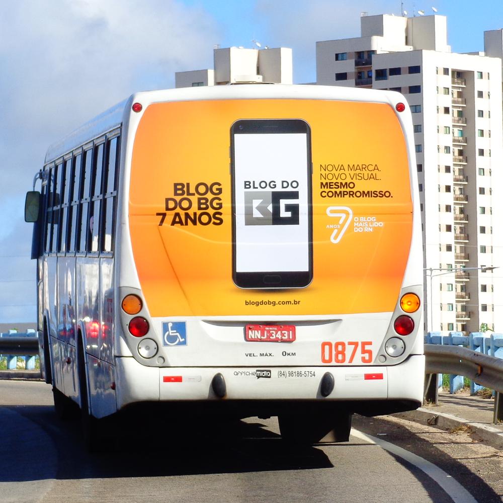 Copy of Copy of Copy of Anúncio na traseira do ônibus
