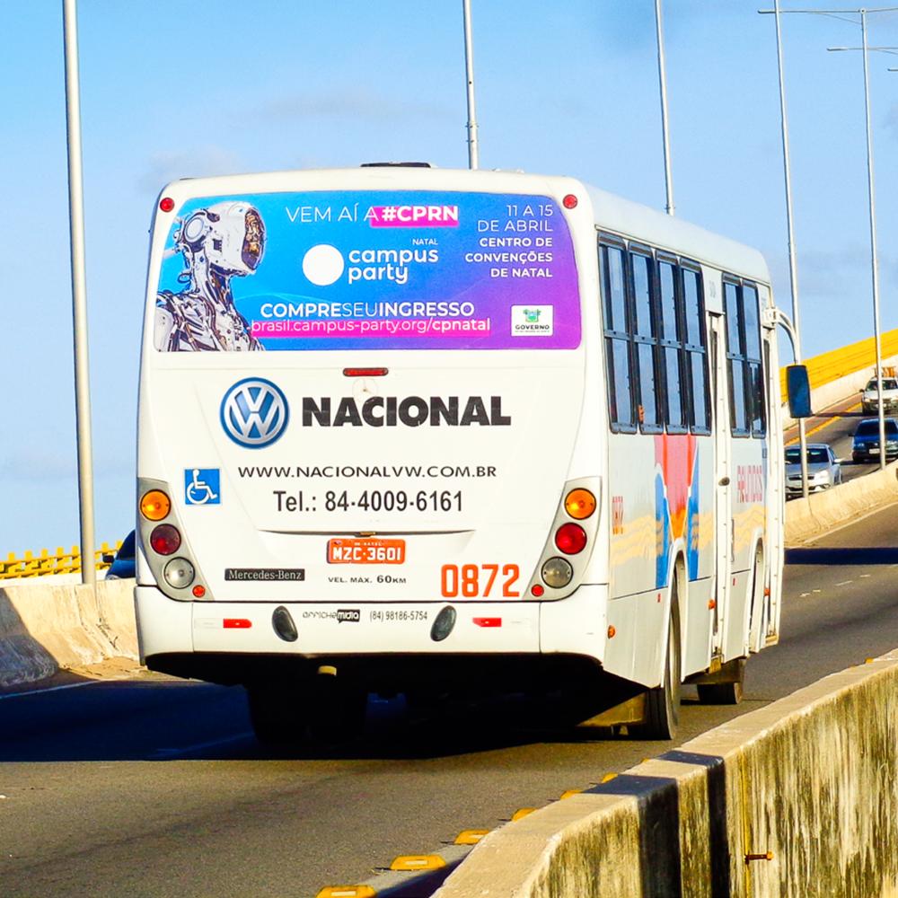 Copy of Anúncio na janela traseira do ônibus