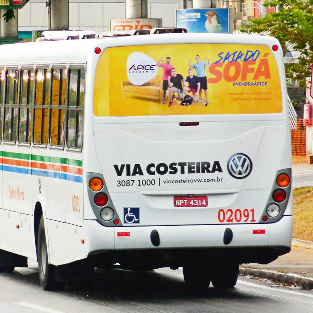 Copy of Copy of Copy of Anúncio na janela traseira do ônibus