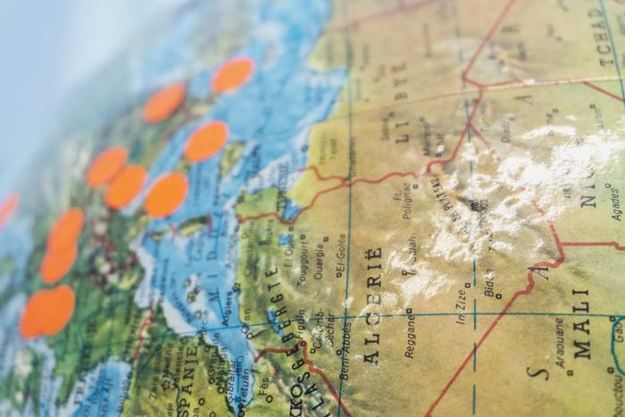 Eu adoro e coleciono mapas, de papel e globos terrestres, para rabiscar, marcar, girar e sonhar!