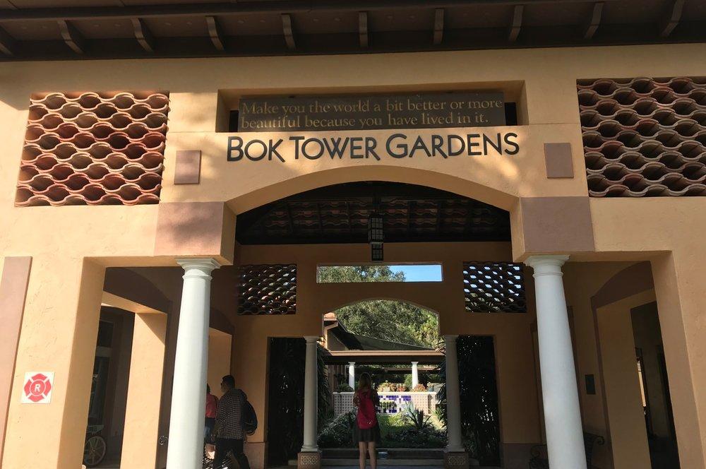 Portal do Bok Tower Gardens. Foto: Victória Bernardes