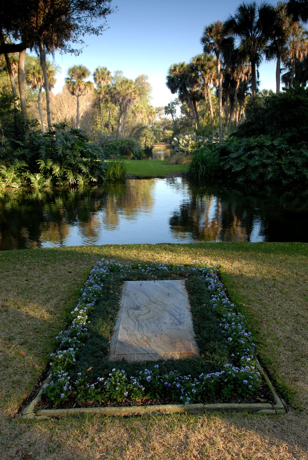 the-final-resting-place-of-edward-bok_7881240060_o.jpg