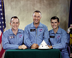 "Tripulação da Apollo 1: Virgil ""Gus"" Ivan Grissom, Edward Higgins White II e Roger Bruce Chaffee. Foto: Wikipedia."