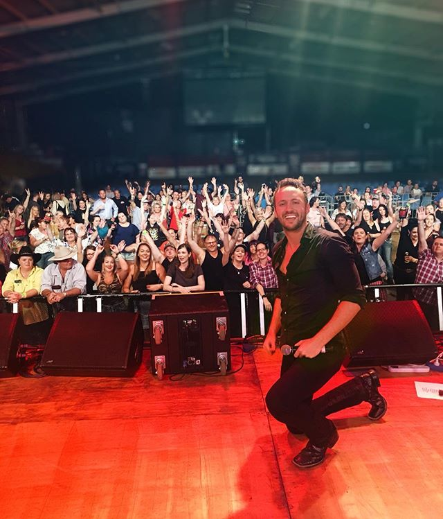 I'm already missing all my Aussie friends! I can't believe I was over 8 thousand miles away from home and y'all were singing every word! Cant wait to bring the show back to the states in 2019! #cheersmates #igotfriendsinlowplaces