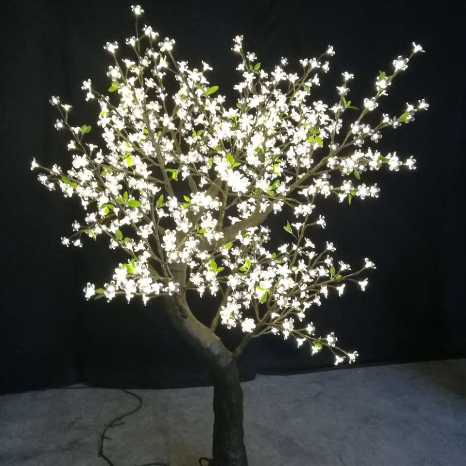 9Foot Flatiron Tree with 1632 LEDS on 34 Branches