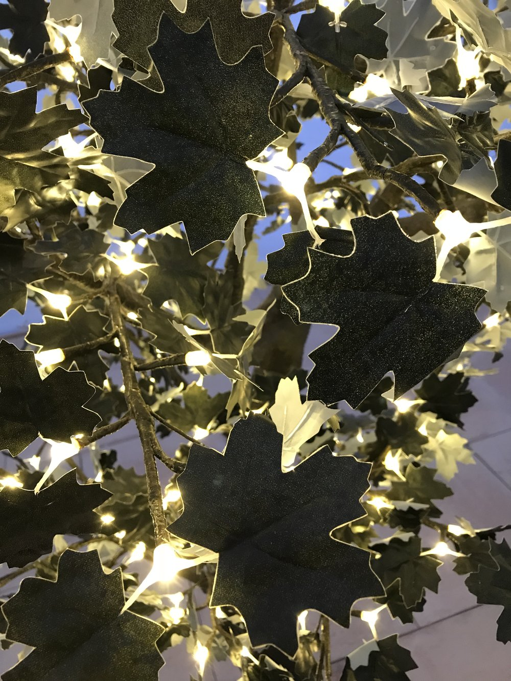 Adding warmth and sophistication to any setting the Black Maple Light Tree is perfect for black tie events. Its chic color combination also makes it a firm favorite as a permanent installation in hotels and venues.